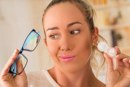 Grau das lentes de contato e dos óculos