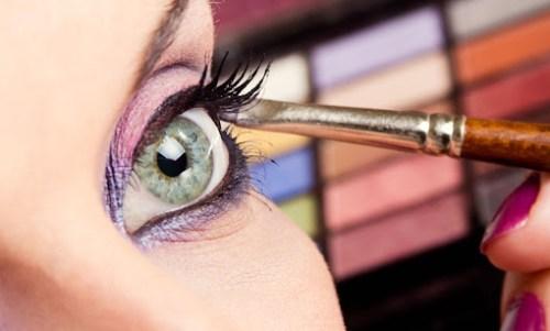 lentes de contato permitem destacar a maquiagem