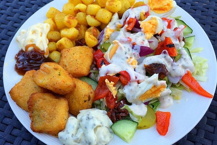 Salade met krieltjes en kibbeling