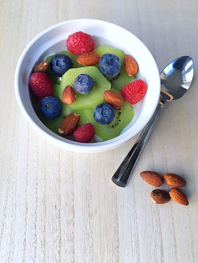 Ontbijten met frambozen blauwe bessen & kiwi