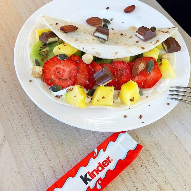Kinder chocolade fruit ontbijt wrap