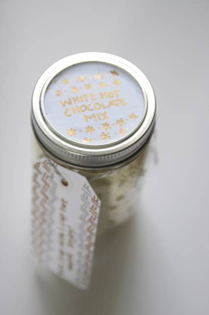 Holiday sharpie mason jar DIY and a yummy white hot chocolate mix recipe!