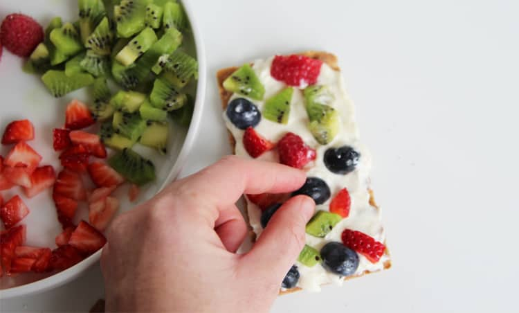These mini fruit pizza crackers are not only healthy but so easy. Make them for a quick appetizer of after school snack!