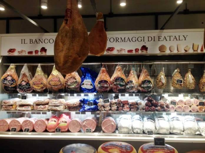 Meu lugar preferido do Eataly. O I Salumi vende os melhores embutidos da Itália, entre eles o Prosciutto di Parma Dop.