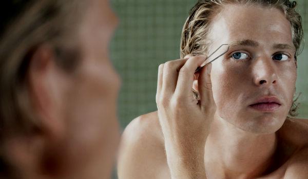Homem No Espelho - Pelos corporais onde aparar e onde deixar - Depilação masculina- Sobrancelhas