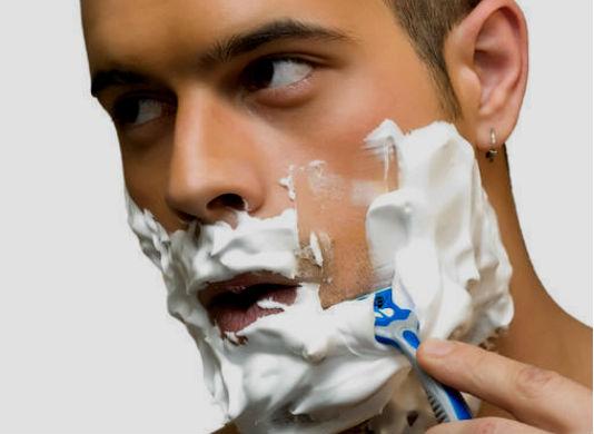 manter a lâmina limpa e bem conservada, é fundamental para evitar cortes, irritação e ardência, especialmente em quem tem pele sensível ou pelo encravado