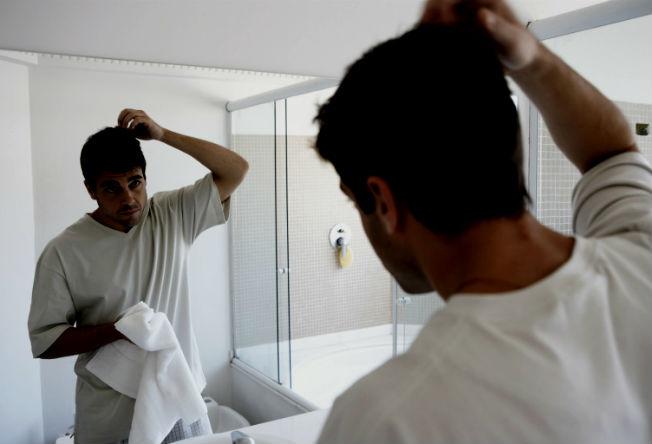 Muito mais frequentemente do que você pensa, a queda de cabelo está ligada a causas fáceis de serem identificadas e solucionadas