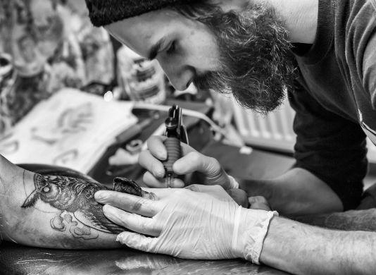 Homem No Espelho - Como escolher uma tatuagem