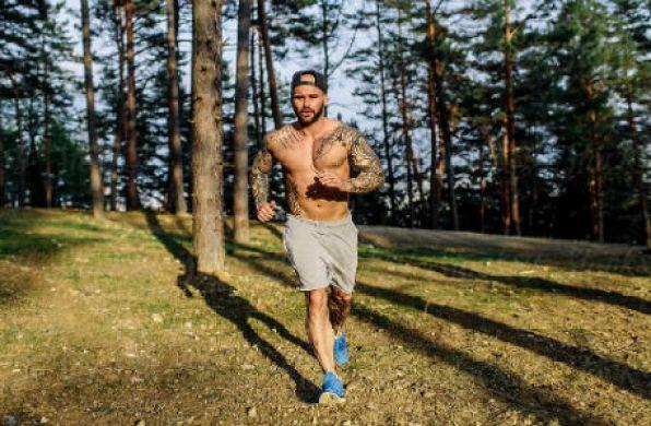 Homem No Espelho - Como cuidar das tatuagens - proteção de tatuagem - tattoo-3