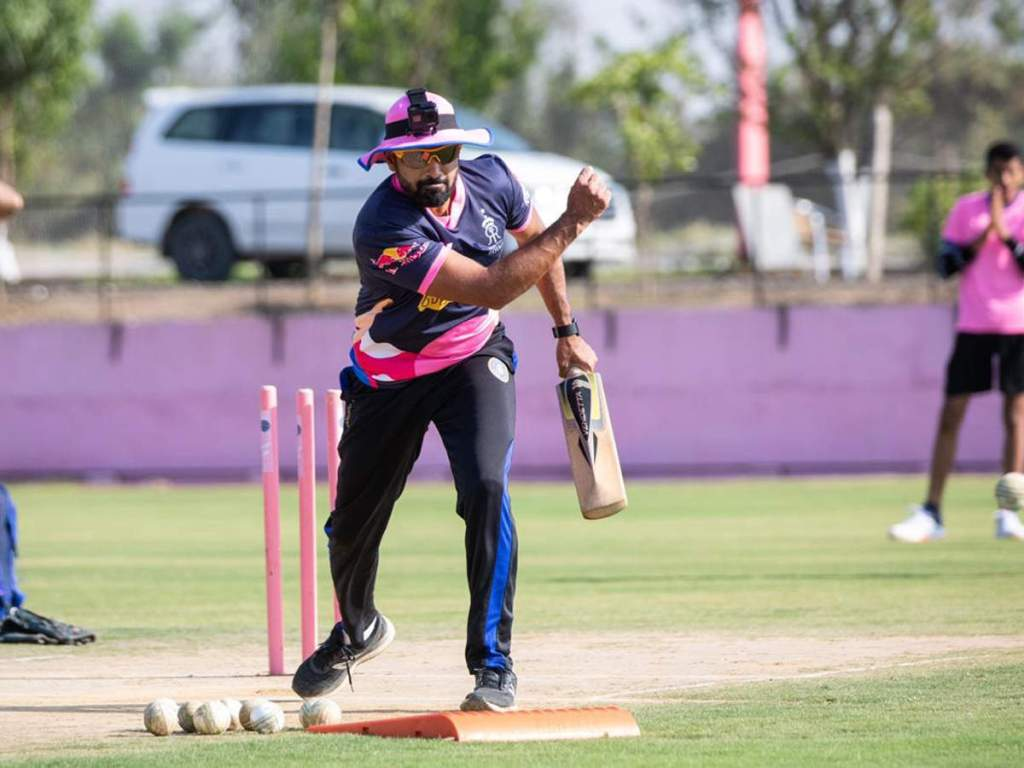 Rajasthan Fielding Coach Dishant Yagnik Tests Positive for COVID-19