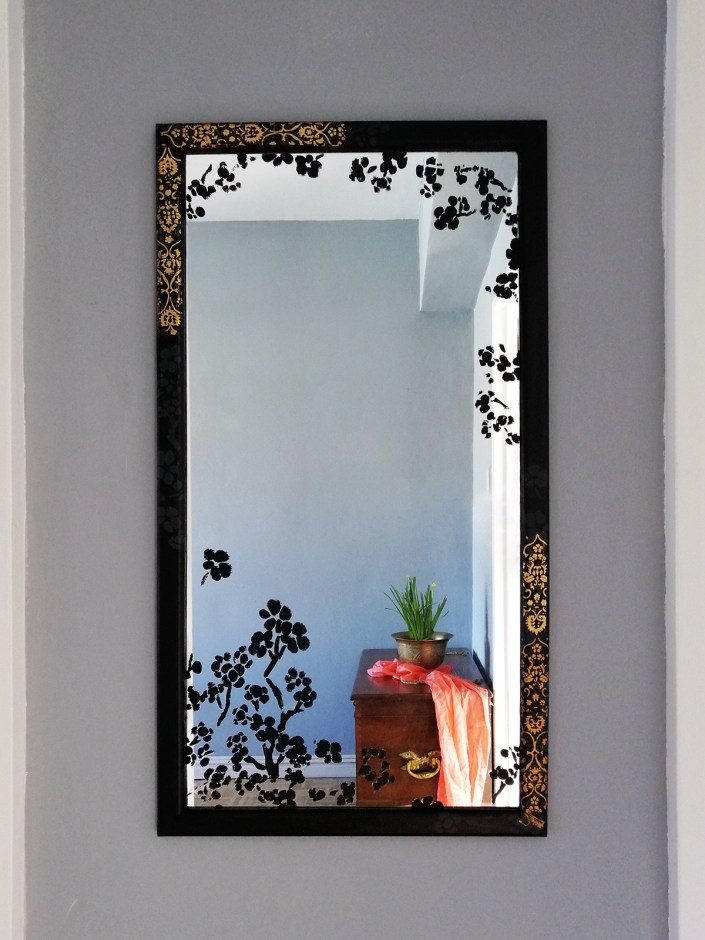 black-mirror-makeover-diy-with-gold-leaf-pattern