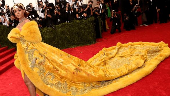 Rihanna Stuns
