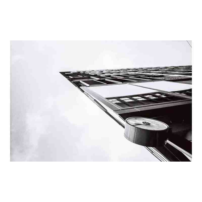 Ingelijste fine art foto print   At 09:45 Sharp   Maker: Niels Eric   hoogwaardige fotoafdrukken in een galeriekwaliteit lijst   www.homeseeds.nl #print #fineart #werkaandemuur