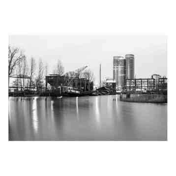 Fotoprint van de veilinghaven in Utecht in zwart wit | Deze opname is in de schemering gemaakt en dus eigenlijk een foto van utrecht in het donker | www.homeseeds.nl #art #foto #print #werk