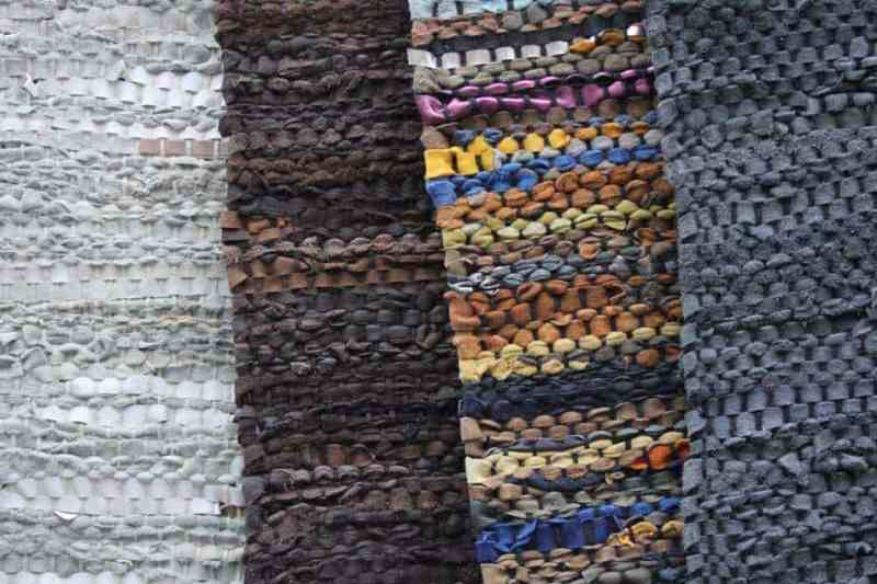 Verschillende geknoopte tapijten van leer   www.homeseeds.nl
