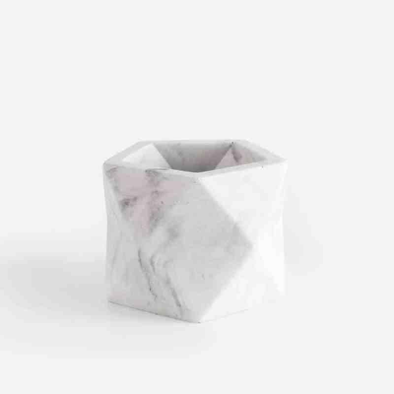 Hip geometrisch bloempotje van wit marmer