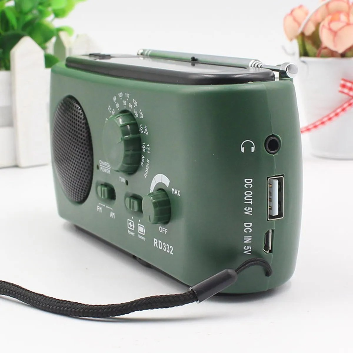 Read more about the article Solar Crank Powered Radio