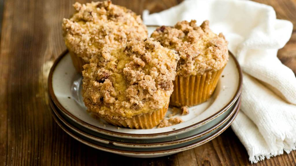 Peach streusel muffins | Homesick Texan