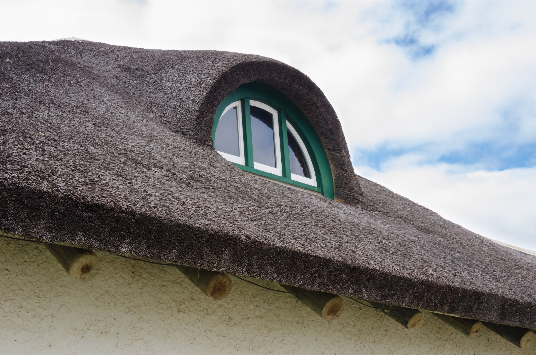 A Guide to Buying a Thatched Roof Property
