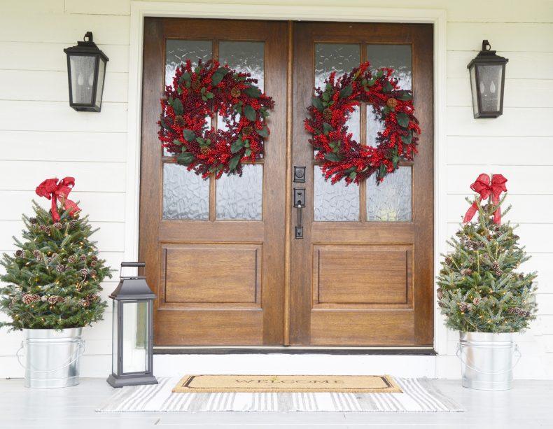 20 Beautiful Christmas Porch Ideas