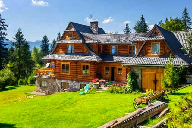 Rambling long log home villa high up on mountain with large rural property.