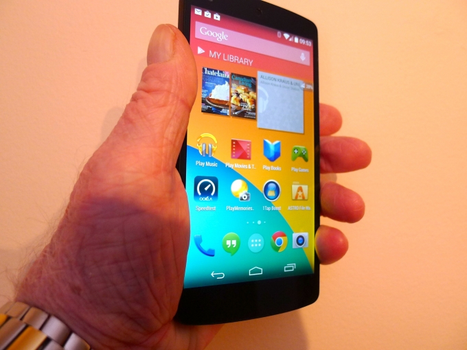 Nexus 5 in hand