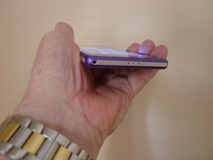 Xperia Z2 in hand