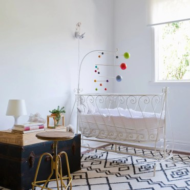 _hometeka-decoracao-quarto-bebe-tons-neutros-tapete-estampado-pb
