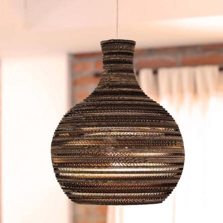Uma das luminárias do estúdio Ocre Design.