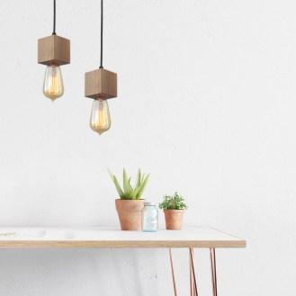 Luminária da Plug Decor compondo um ambiente minimalista.
