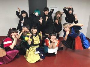 Japanese idol metal darkwave black metal idol group Necronomidol posing with Japanese alt-pop alt-idol group POP Period of Plastic 2 Mercy Pla2me at Idol Rocks!