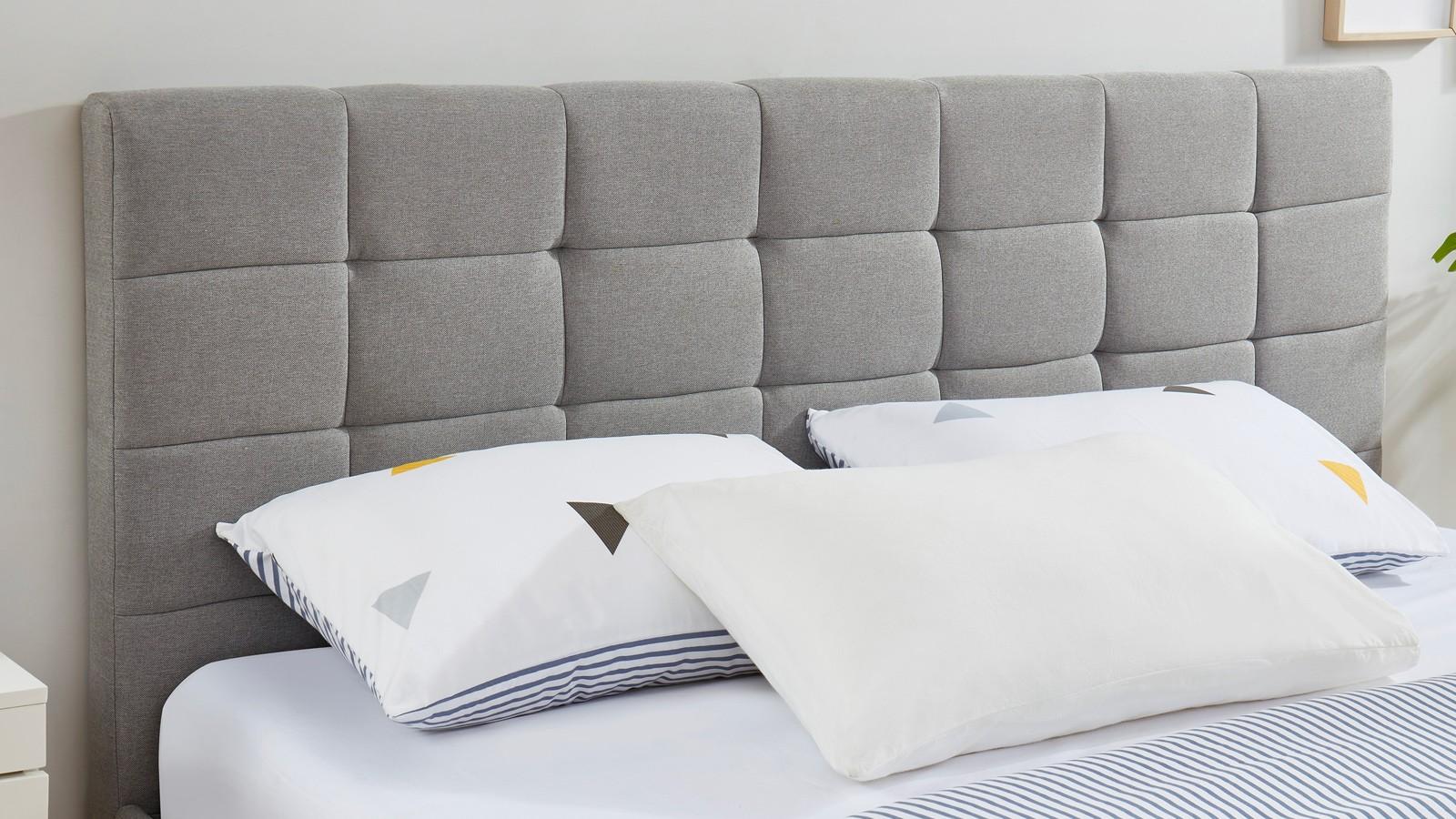 lit adulte avec tete de lit capitonnee