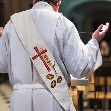 sacerdote actor porno gay