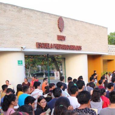 prefectos alumnos maquillaje prepa Yucatán