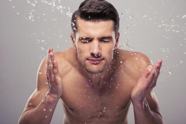 img_como_hacer_una_limpieza_facial_para_hombres_44369_orig-600x400-1