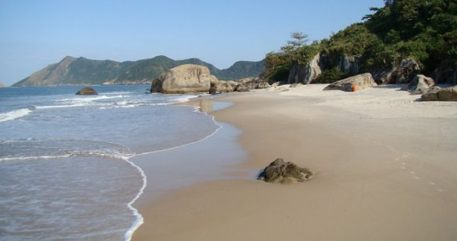 Abrico-Brasil-playas-gays-nudistas