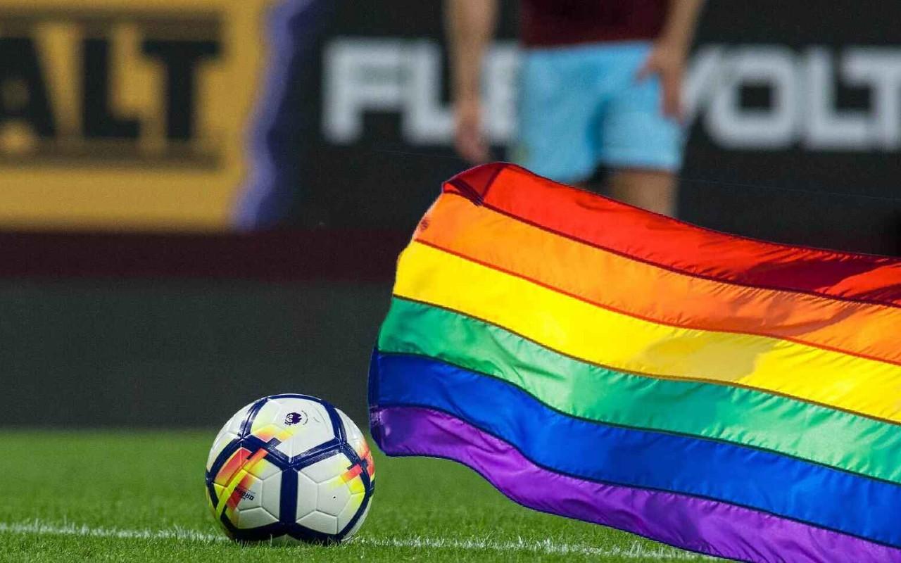 carta futbolista gay