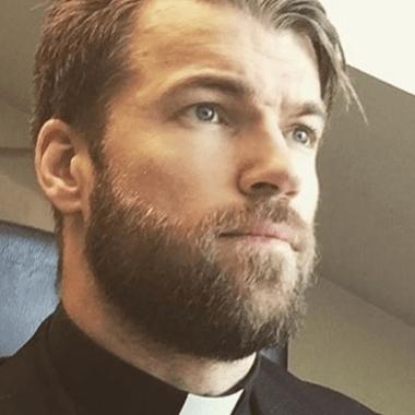 sacerdotes-guapos