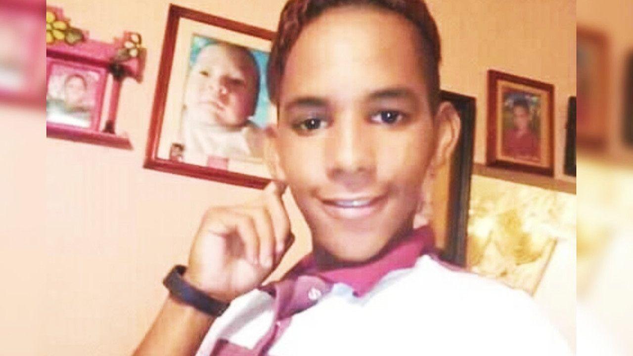 Joven gay pide apoyo para encontrar una prótesis