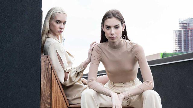 Las modelos y gemelas Madelyn y Margo Whitley causaron un furor inesperado en TikTok.