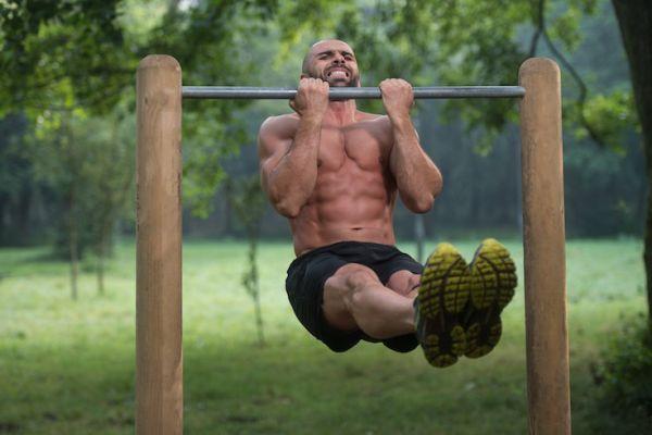 Las barras pueden ser un gran ejercicios, por eso te dejamos estos consejos para tu primer día en ellas.