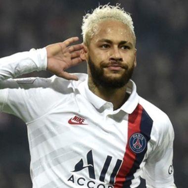 Neymar usó varios insultos homofóbicos en la cancha.