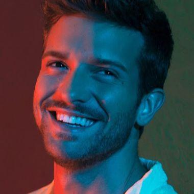 Pablo Alborán gay