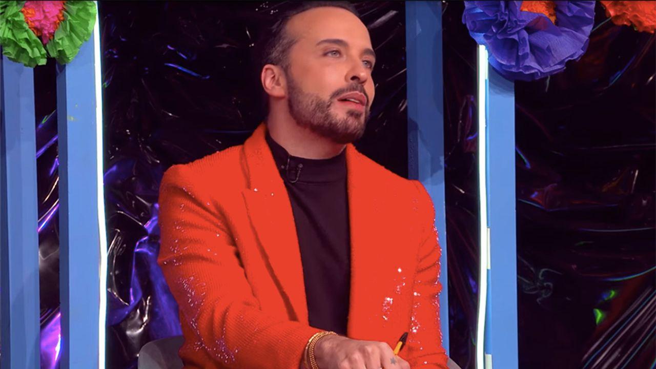 Apio Quijano, miembro de Kabah, como juez en La más draga.