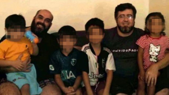 Pareja gay adopta a 4 hermanos que vivían en un albergue