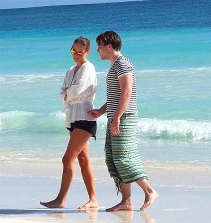 Rocco Ritchie novia playa