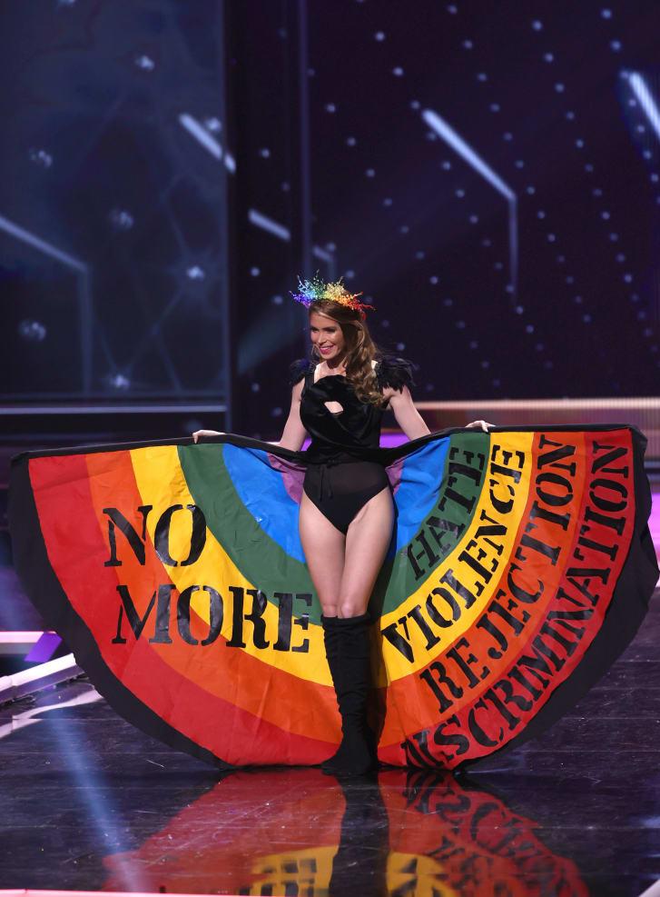Lola de los Santos protesta contra la homofobia
