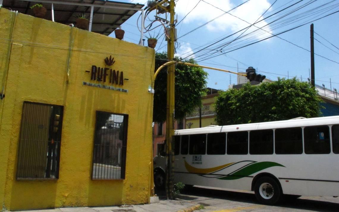 Discriminan a personas LGBT+ en Rufina Mezcalería