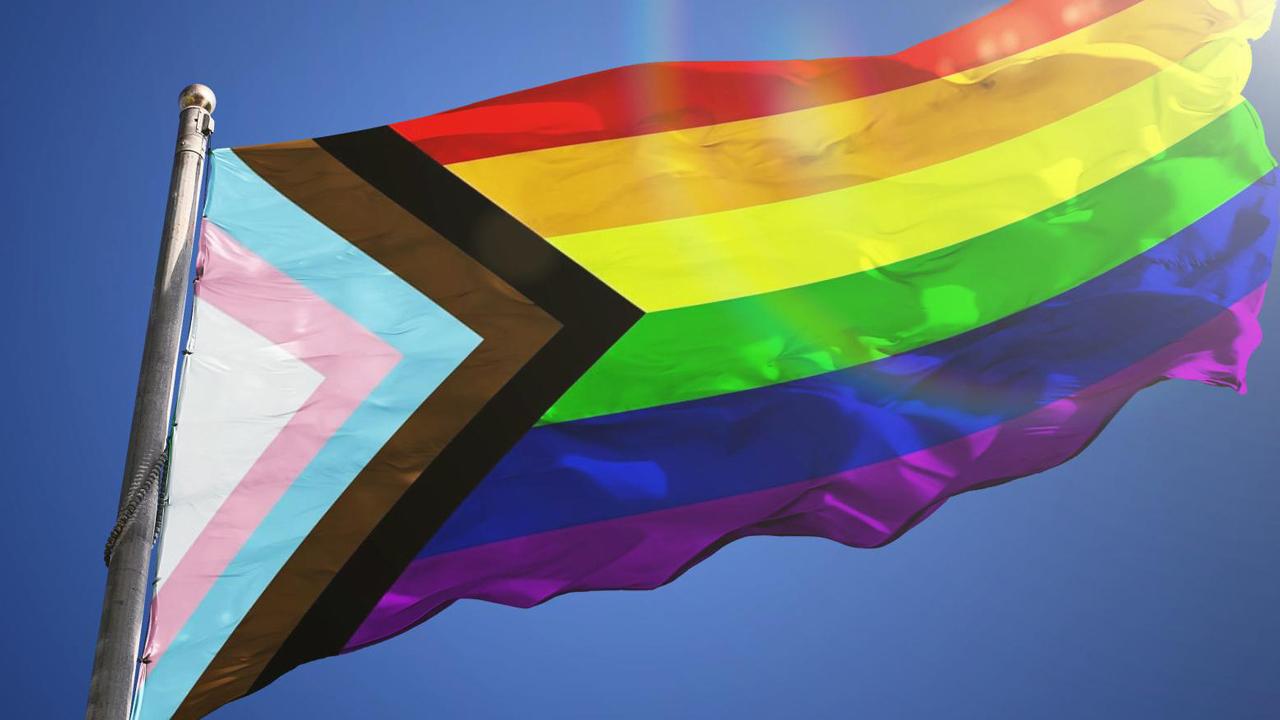 Nueva bandera LGBT+ interseccional