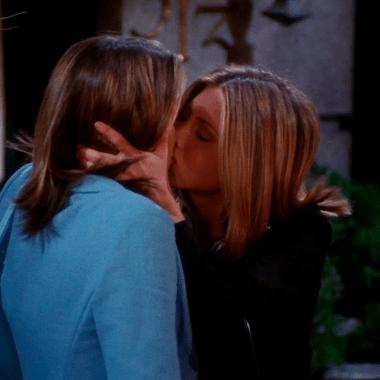 Besos y momentos lésbicos de Jennifer Aniston